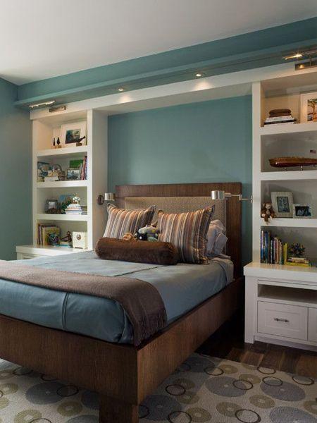 Storage ideas around the headboard with custom shelves | Ideas for