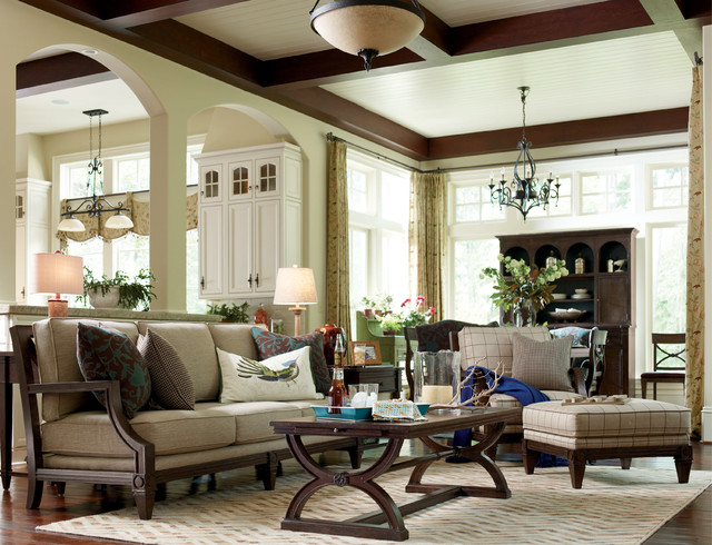 Updated Cottage-style Living room with Fret Back Sofa - Rustic