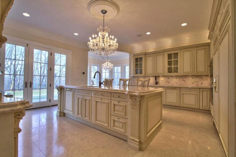 29 Beautiful Cream Kitchen Cabinets (Design Ideas) - Designing Idea