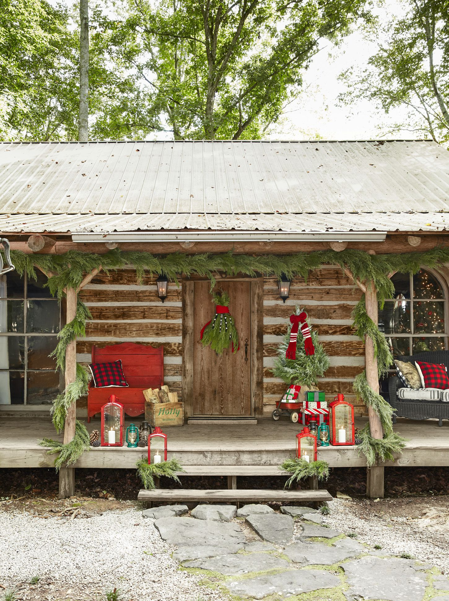 40 Outdoor Christmas Decorations - Ideas for Outside Christmas Porch