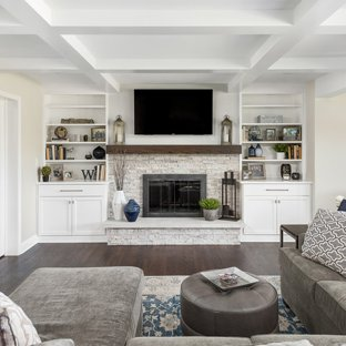 75 Most Popular Family Room with a Standard Fireplace Design Ideas
