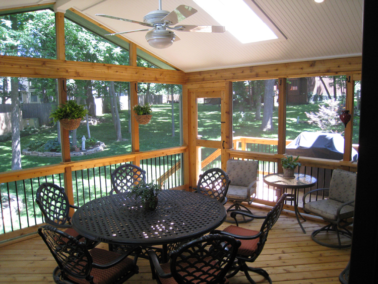 Top 4 factors to consider when selecting screen porch and open porch