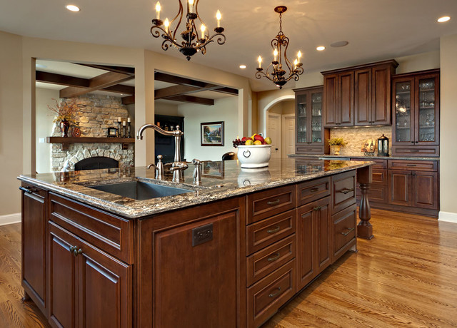Large Island with sink and dishwasher - Traditional - Kitchen