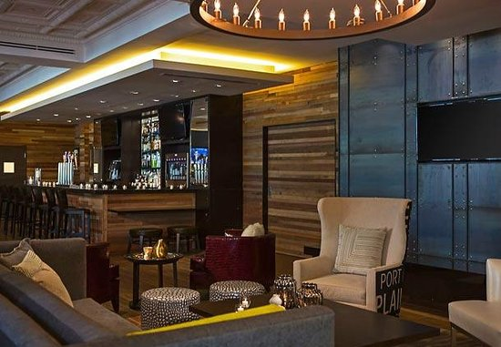 New Hive Living Room + Bar at newly reinvented Renaissance
