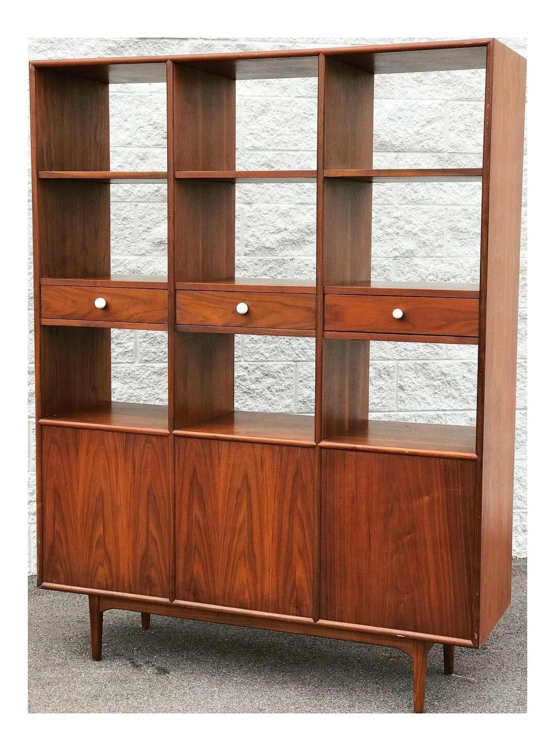 Vintage & Used Mid-Century Modern Wall Cabinets | Chairish