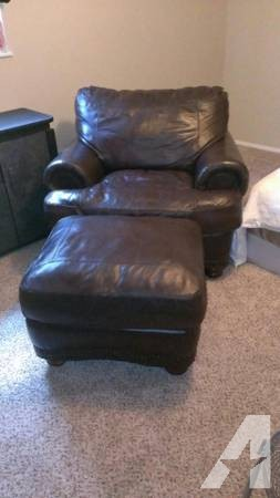 Oversized Leather chair with Ottoman - for Sale in Portales, New